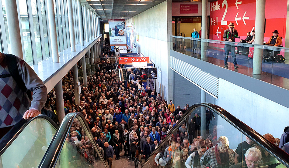 Immediately after the opening at 10:00 am, visitors flock to the halls of the CMT travel fair in Stuttgart
